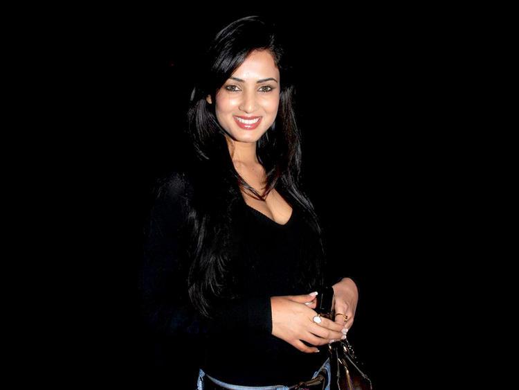 Sonal Chauhan black hot wallpaper