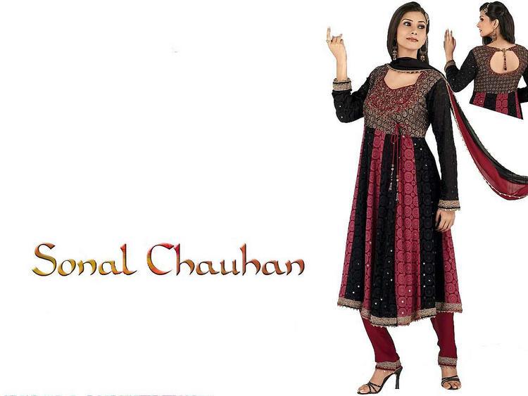 Sonal Chauhan latest wallpaper