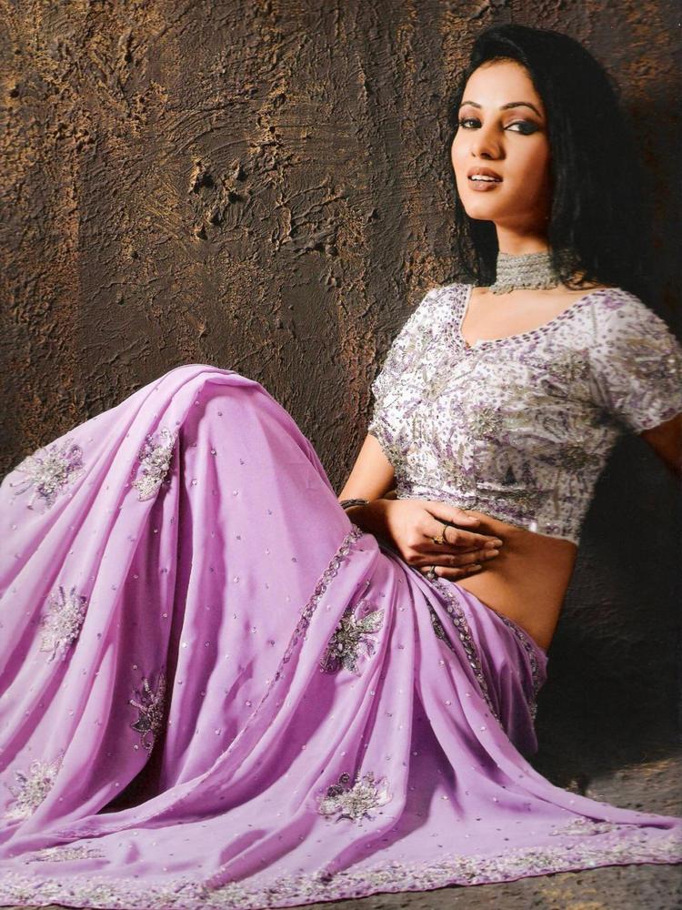 Sonal Chauhan sexy wallpaper