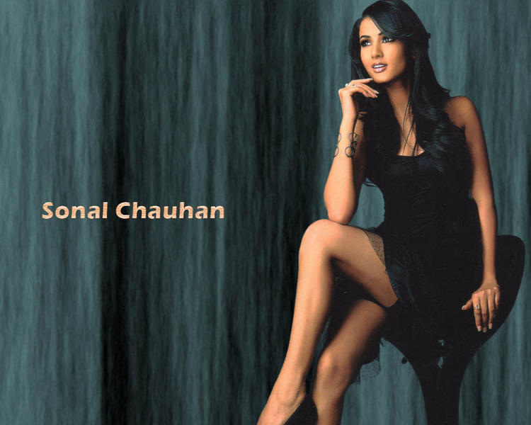 Cute Sonal Chauhan wallpaper