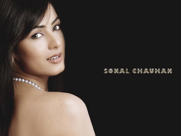 Sonal Chauhan hottest wallpaper