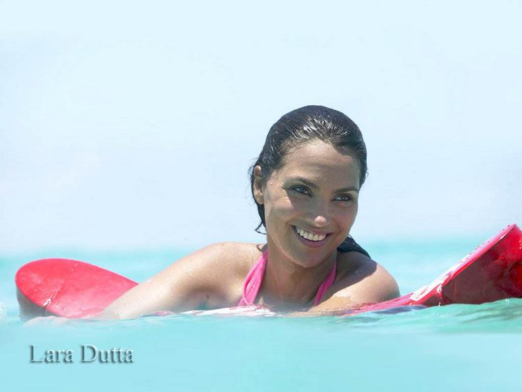 Lara Dutta  smimsuit wallaper