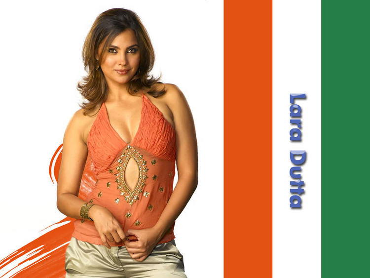 Lara Dutta spicy look