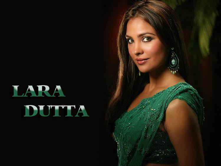 Lara Dutta in hot saree wallpaper