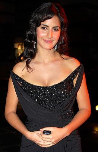 Hot katrina kaif latest with black color dress stills pic