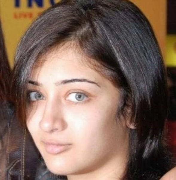 Akshara Hassan hot look