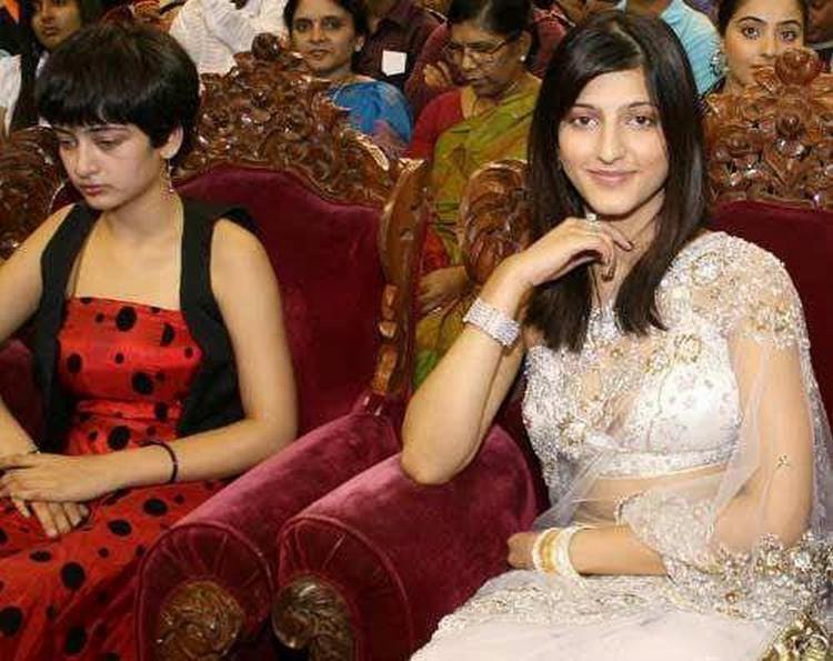 Akshara Hassan with Shruti Hassan latest stills