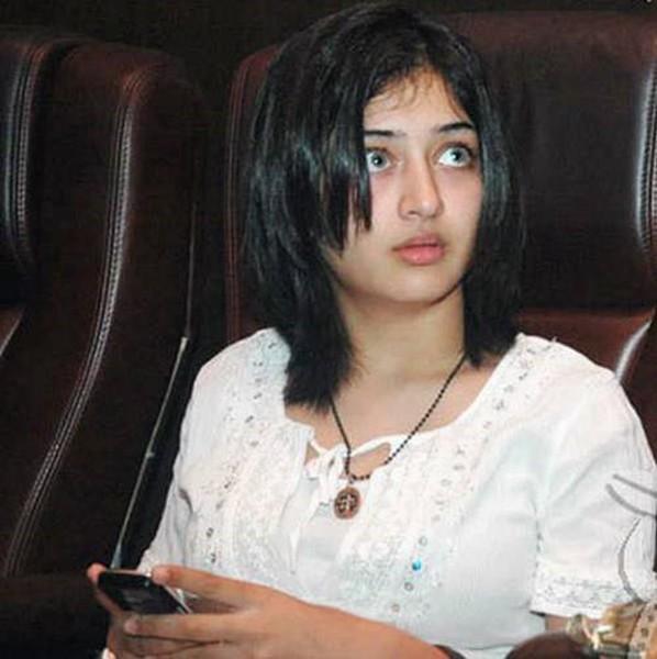 Akshara hassan shocking face look