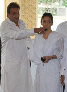 Manyata Dutt and Sanjay Dutt  Feroz Khan Prayer Meet