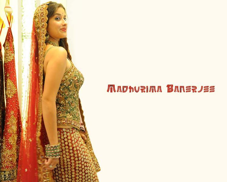 Madhurima Banerjee wedding dress pics
