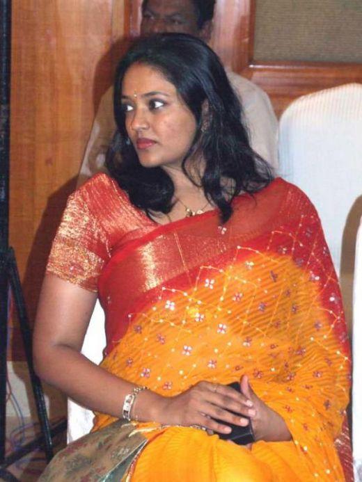 Ranjitha hot in beautiful saree