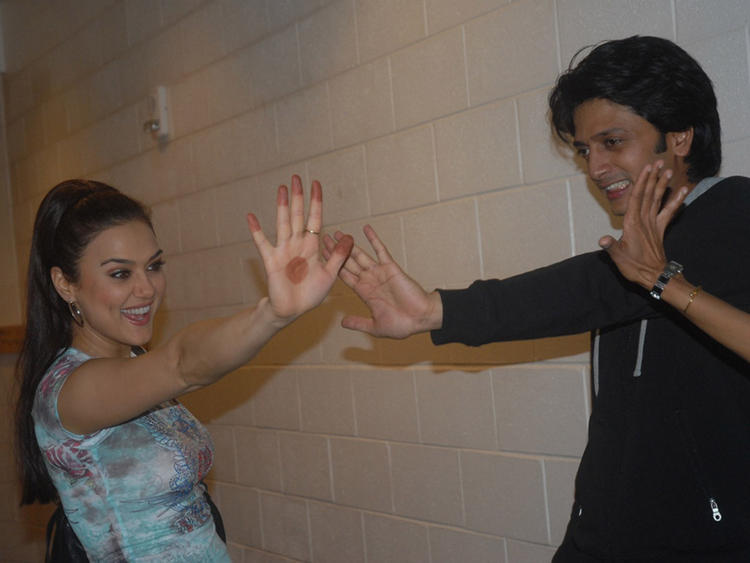 Ritesh Deshmukh with Preity Zinta cute stills