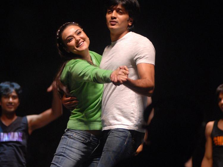 Ritesh Deshmukh with Preity Zinta cute hot picture