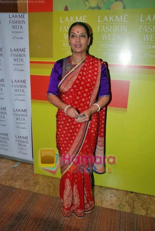 shabana azmi in red saree