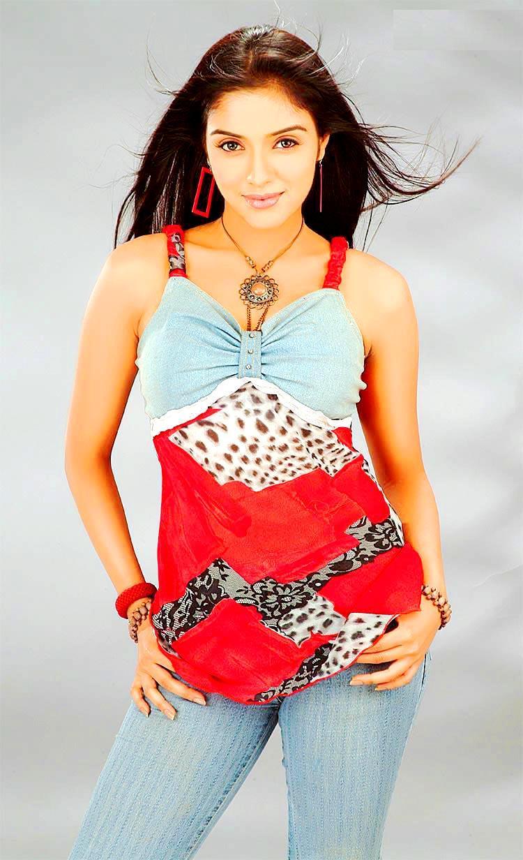 Asin Thottumkal spicy figure pics