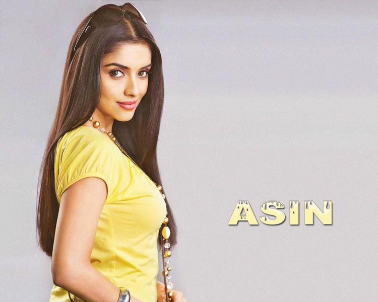 Asin Thottumkal sexy look