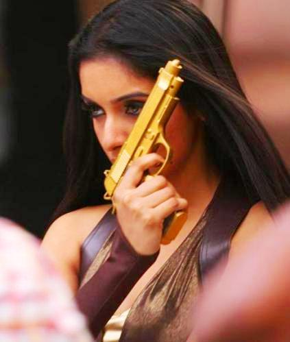 Asin Thottumkal hot pic with gun