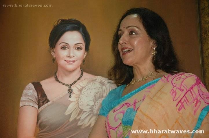 Hema Malini in saree