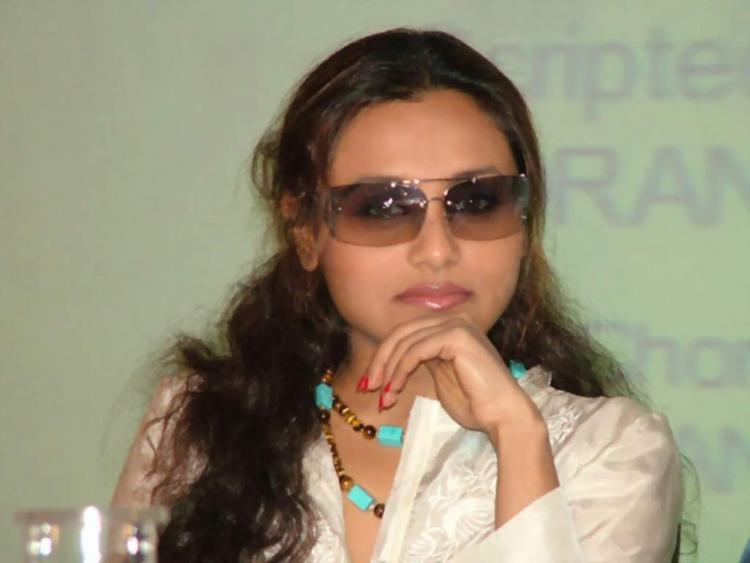 Rani Mukherjee looks hot wearing goggles
