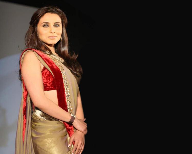 Rani Mukherjee in saree hot pose