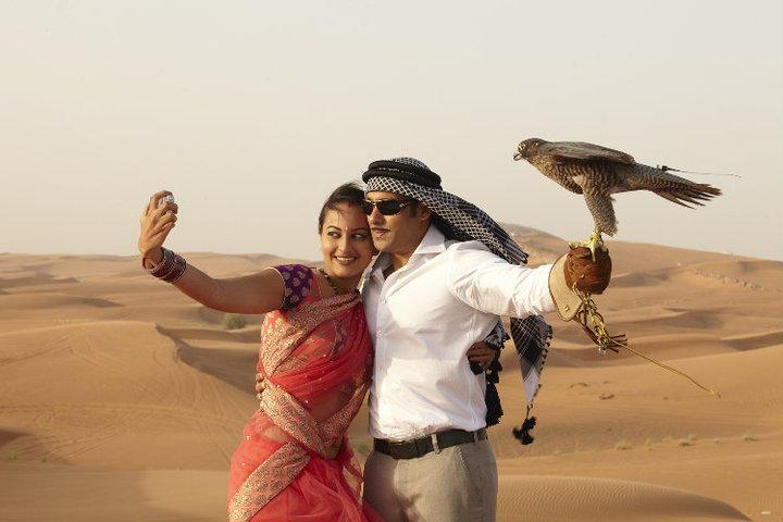 Sonakshi Sinha and Salman Khan cute pics from Dabang