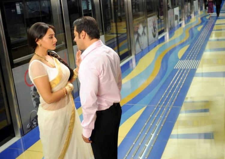 Sonakshi Sinha and Salman Khan hot pics from Dabang