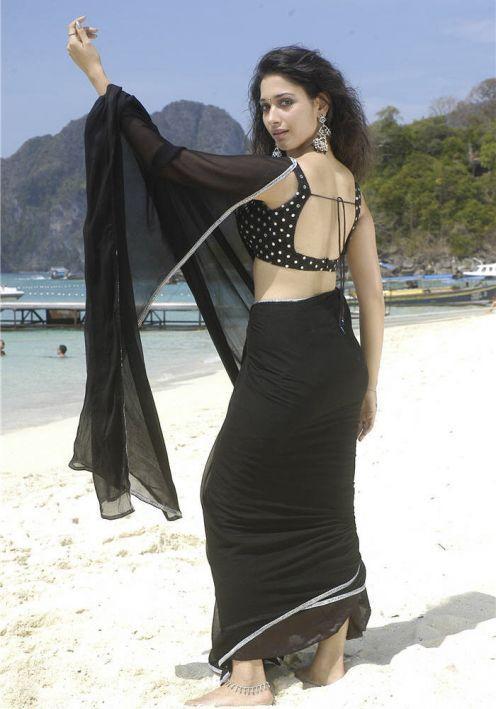 Tamanna Bhatia hot backside pose in black saree