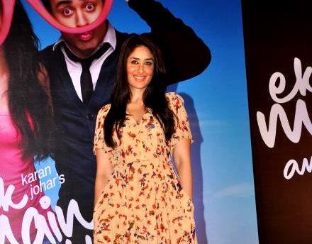 Kareena poses for the camera at Ek Main Aur Ekk Tu Press Meet