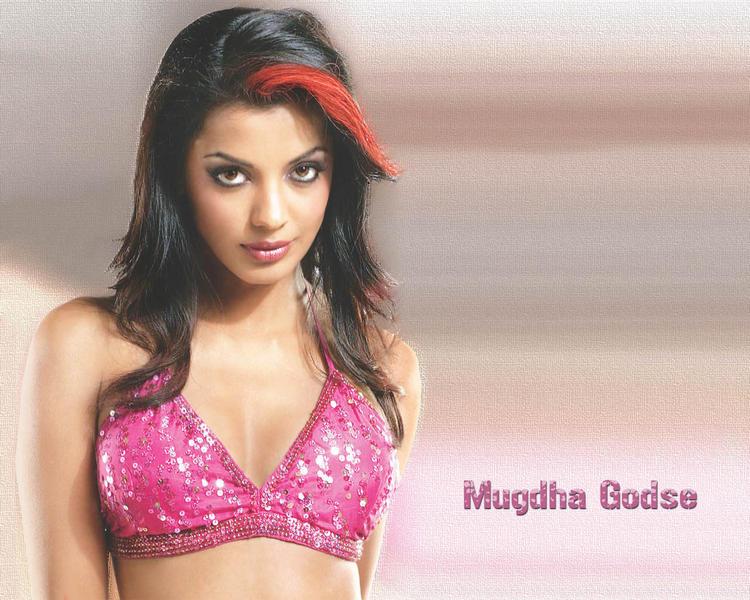 Mugdha Godse hairstyle latest wallpaper