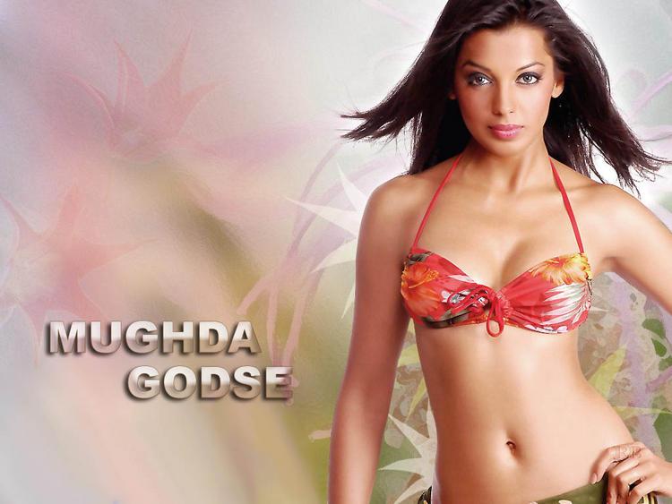 Mugdha Godse hot boob show wallpaper