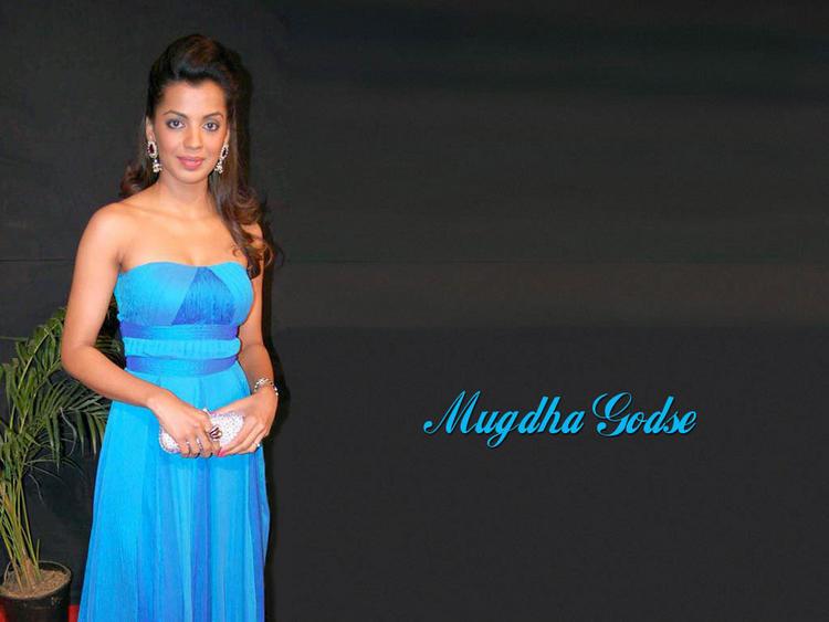 Mugdha Godse in sleeveless dress wallpaper