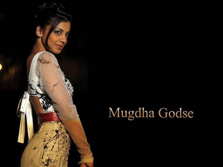 Mugdha Godse cute wallpaper