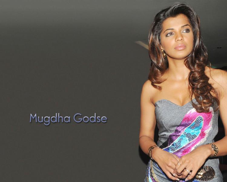 Mugdha Godse glamour wallpaper