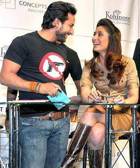 Saif ali khan and kareena kapoor smilling face