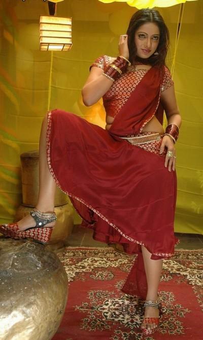 Udaya Bhanu sexy pics in red saree