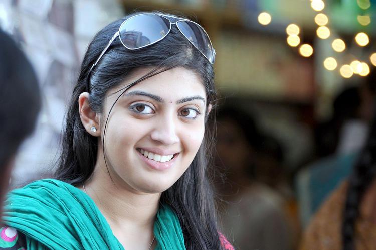 Udhayan movie pranitha figure stills