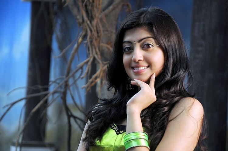 Udhayan movie pranitha cute stills