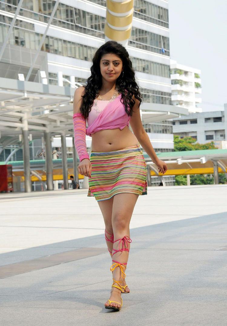 Pranitha hot navel stills from Udhayan movie