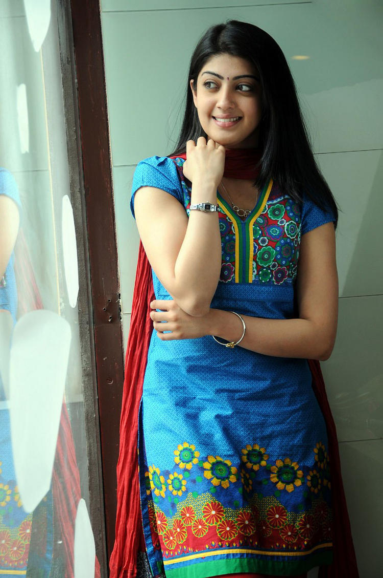 Udhayan movie pranitha blue color dress stills