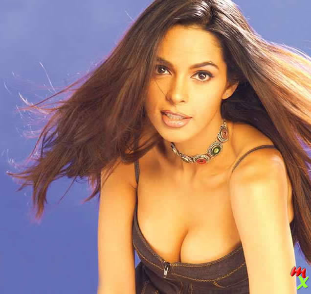 Mallika Sherawat hot boob show wallpaper