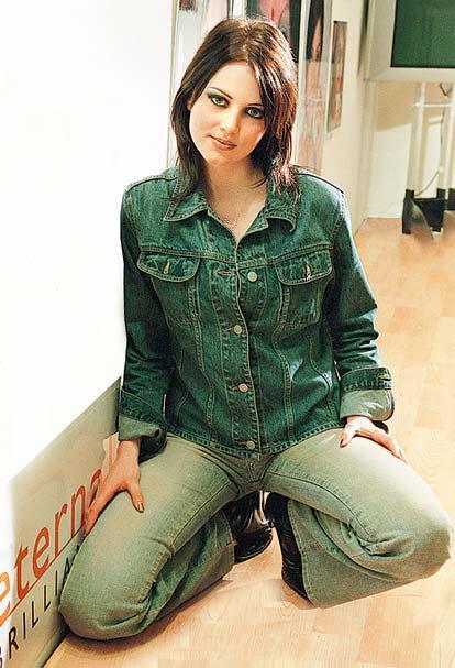 Yana Gupta hot look