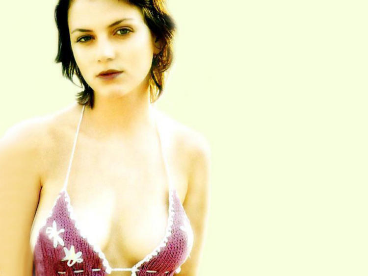 Yana Gupta hot boob show