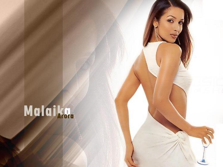 Malaika Arora sexy pose wallpaper