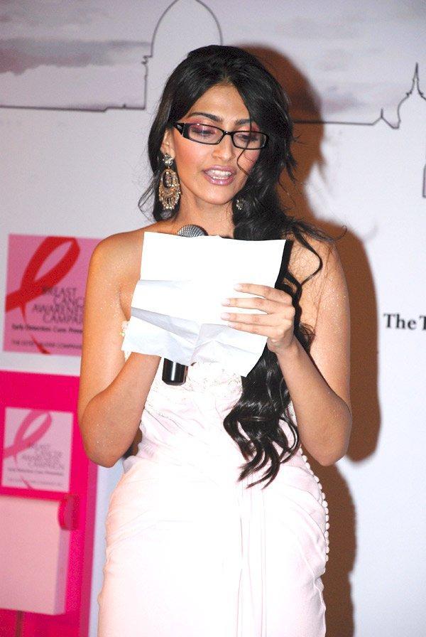 Sizzling beauty Sonam Kapoor
