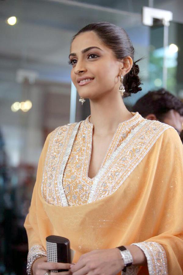Sonam Kapoor looking beautiful