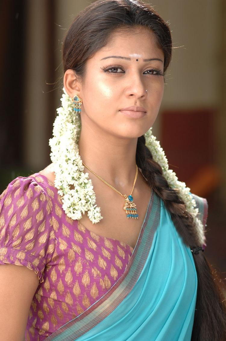 Nayanthara sexy pose in saree