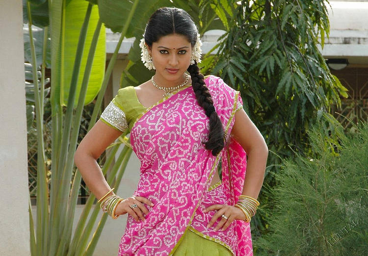 Sneha hot look in saree