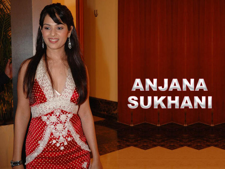 Anjana Sukhani with sweet smile pic
