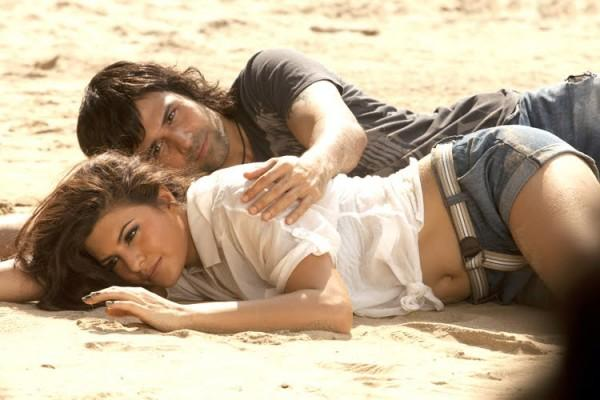 Jacqueline Fernandez and Emraan Hashmi  hot still