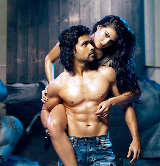 Emraan Hashmi and Jacqueline Fernandez love scene in Murder